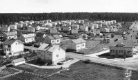 The Musa neighborhood in Pori was built in the early 1950s using single-family houses manufactured by Puutalo and financed by state-subsidised Arava loans.
